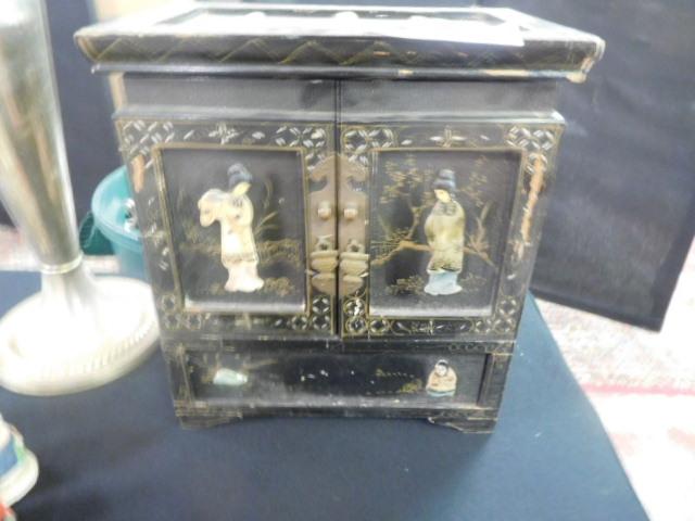 Past Auctions - DSCN1117.JPG